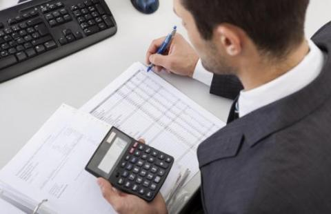 How the right accountant job description helps to attract top talent